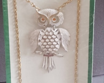Vintage Owl Necklace. White Moveable Owl.