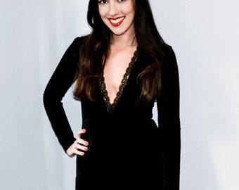 Slim velvet dress with V neckline