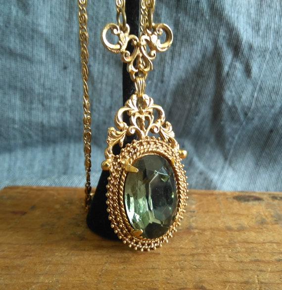 Ornate signed Florenza vintage faceted green glass 1970s gold pendant scroll chain necklace