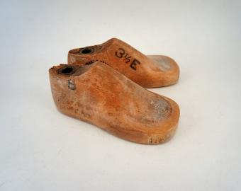 Vintage Shoe Lasts Pair of Children's Size 3.5E Antique Cobbler's Shoe Forms