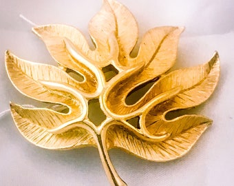Trifari brooch - Trifari jewelry - leaf brooch - gold leaf - autumn leaves - leaf jewellery - gifts for her - 1960s brooches - brushed gold