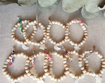 Bracelet for kids made of wood, mother of Pearl and liberty
