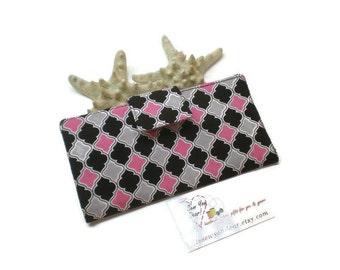 Pink quatrefoil bifold women wallet.