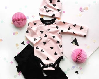 Organic Newborn girl coming home outfit set. Newborn girl set, Baby Girl Outfit, Newborn Girl, Baby Girl Clothes, triangls, Baby Shower Gift