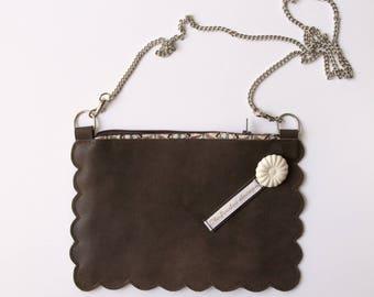 Pochette porté bandoulière, pochette en cuir marron