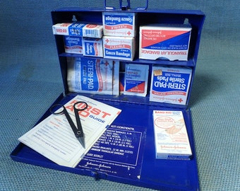 Johnson & Johnson First Aid Kit - With Contents - Metal Box Wall Mount or Carry - 1972