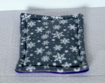 Winter Snowflakes Print Absorbent Guinea Pig/Hedgehog Drip Pad