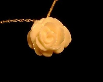 The Glossy Rose Necklace