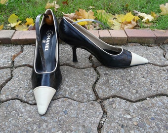 Authentic Vintage CHANEL classic black and white spectator quilted heels sz 36