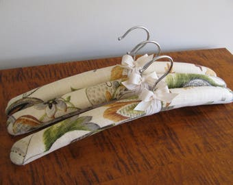 Padded Hangers, Linen Hangers, Padded Clothes Hangers, Floral Linen Hangers, Fabric Covered Hanger, Bridesmaid Hanger, Wedding Party Hangers