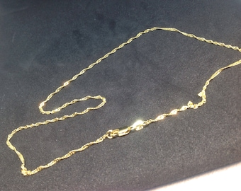 47cm twisted mesh gold plated chain.