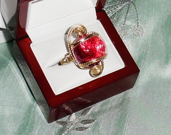 42 ct AAA Cabochon Hot Pink Topaz gemstone, 14kt yellow gold Ring size 10 1/2