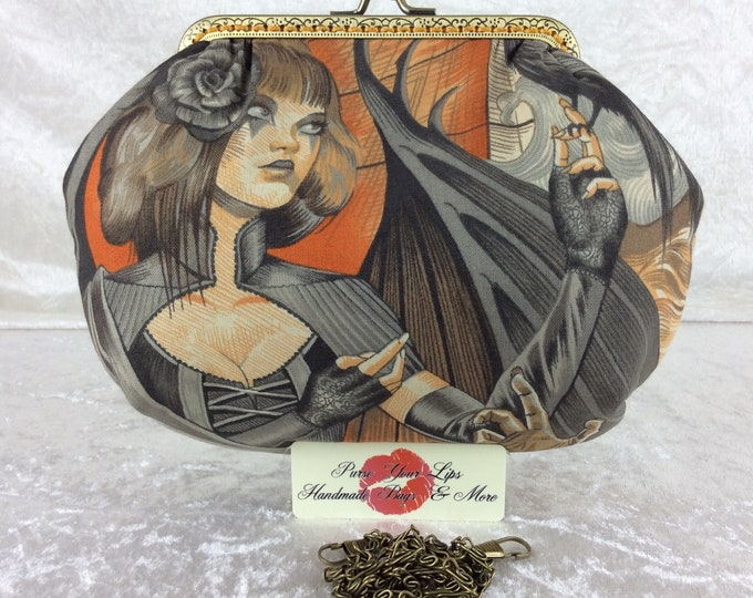 Handmade handbag purse clutch kiss clasp Alice frame bag Alexander Henry Heart of Darkness Gothic Skulls