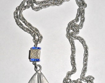 Cool unusual vintage pewtertone sailboat figural pendant necklace
