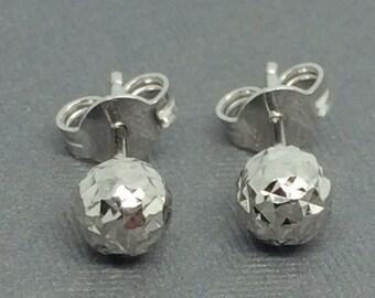 18K White Gold Diamond Cut Ball Stud Earrings 5mm