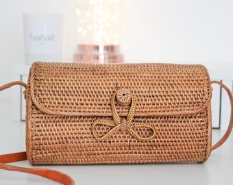Rattan with a bow clutch