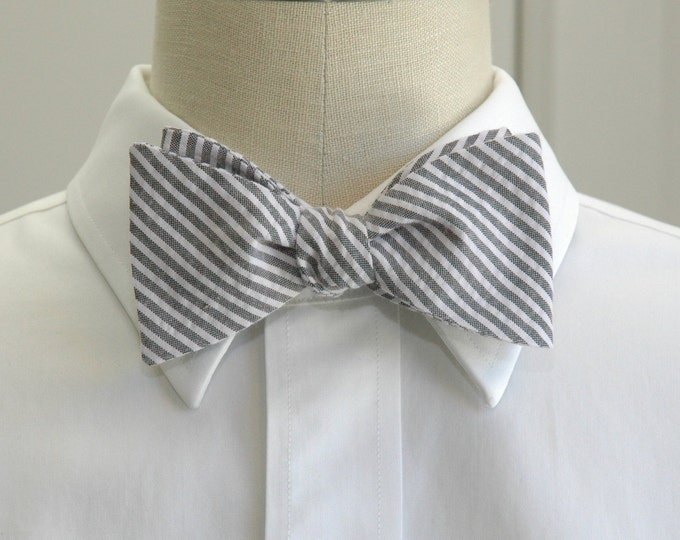 Men's Bow Tie, black and white seersucker, wedding party tie, groom bow tie, groomsmen gift, wedding accessory, self tie bowtie, gray bowtie