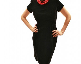 "1960s Black Velvet Pin Up Dress // 60s Bombshell Dress 27"" Waist"