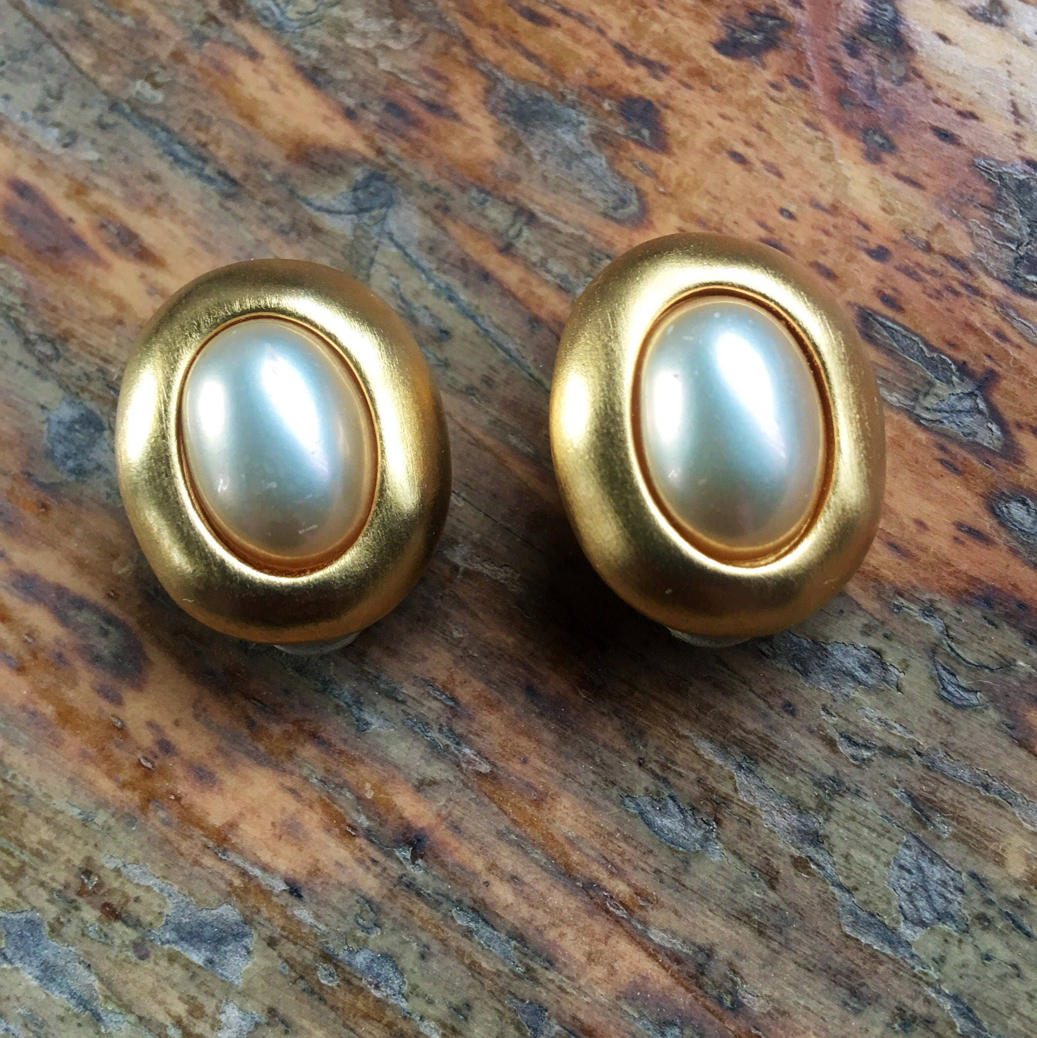 Stunning vintage Carolee hand signed and stamped clip on earrings