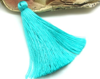 1 large blue Pompom Mint - 7.5 cm