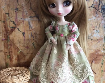 """Romantic dress """"flowers and lace"""" green, for Pullip doll or similar"""