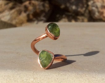 Raw Peridot Two Stone Copper Ring, Two Gemstone Ring, Curly Ring, Double Stone Ring, Rough Peridot Ring, Birthstone Ring