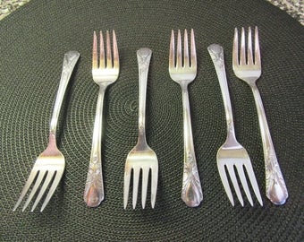 Six vintage Avalon Cabin Wm Rogers silver plate salad forks- nice condition- 1940s- silver flatware, silver utensils