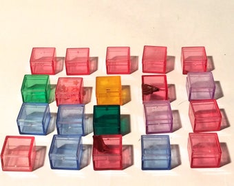 Vintage Lot of 20 Damaged/Scuffed/Multi Colored Acrylic 1 inch Plastic Specimen Boxes
