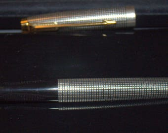 Parker 75, Solid sterling Silver Cisele 14K Gold nib, very smooth fountain pen