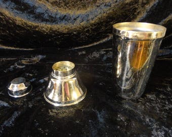 Martini mixer shaker stainless steel container with the strainer and shot glass cap