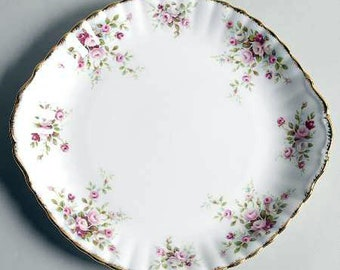 Vintage (1980s) Royal Albert Cottage Garden double-handled cake, pastry, or cookie serving plate. Roses with a brushed-gold edge.