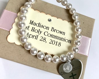 FIRST HOLY COMMUNION - Personalized religious kids jewelry bracelet cross charm letter charm  - baby girl pearl bracelet - baby jewelry