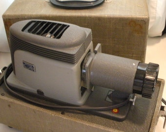 Argus 200 Slide Projector With Case, Vintage Photography Equipment