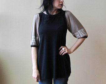Damen Tunika Top, schwarz & Pale Gold mit White Print, Puffärmel, Bambus-Jersey, Modern Bohemian Style - kundenspezifisch konfektioniert