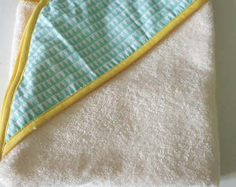 Hooded towel or bath boy 0-6 month green and ecru, triangles patterns