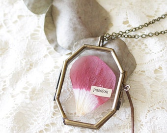 Glass Locket - Herbarium - Glass locket - Pressed flower - botanical - Passion