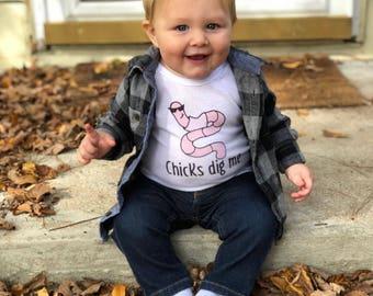Chicks Dig Me Bodysuit - Chicks dig me Shirt - Baby Bodysuit -  Bodysuit - Shirt - Baby Easter Outfit