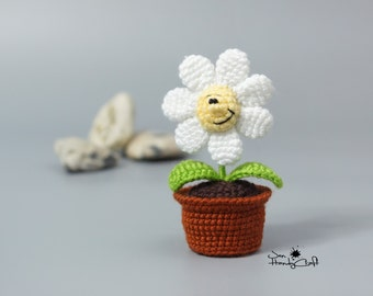 Plush flower in pot Girlfriend gift Love gift for her Wedding decoration Handmade flower pot Crochet daisy Potted white flower arrangement