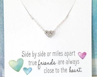 Meilleur ami cadeau, ami de longue Distance, cadeau de l'amitié, Collier coeur diamant, pendentif coeur zircon cubique, les minuscules CZ argent Collier coeur