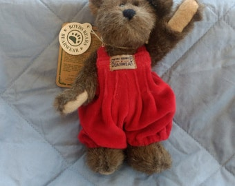 "Boyds Bear ""CLARK"" in Red Velvet Overalls-6 3/4"" tall-Medium Brown"