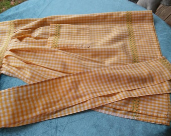 A Vintage 1950's Waist Apron With Sashes