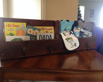 Rustic pallet book shelf with hooks