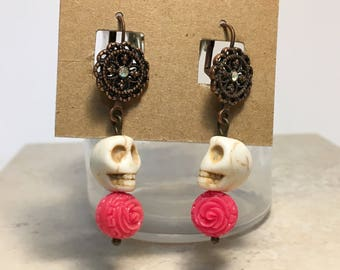 White skulls with Pink Roses