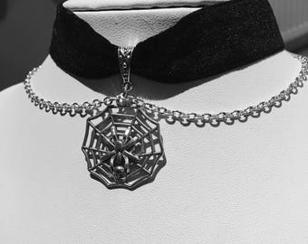 Spider web, chain, black velvet ribbon choker.