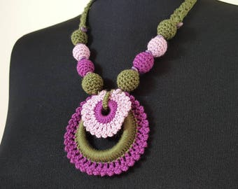 Hand-knit Crochet Necklace: Loopink