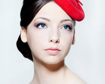 Scarlet felt percher hat with bow perfect for weddings, Ascot, Melbourne Cup.