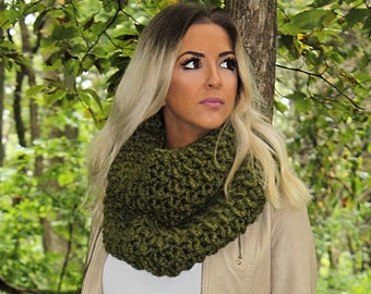 Chunky Infinity Scarf,Green Infinity Scarf, Green Loop Scarf,Green Crochet Scarf,Green Wool Scarf,Green Winter Scarf,Green Scarf,THE EVEREST