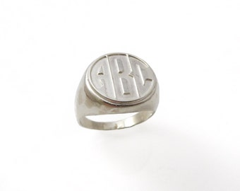 Men monogram ring. College ring. Initials ring. Silver monogram ring. Men initial band. Mens initial ring. Engraved silver ring. Circle ring