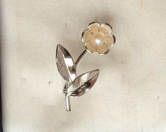 Adorable Tiny Vintage Silver Enamel Faux Pearl Flower Brooch