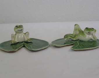 "2 Vintage ""Fred Kaye Ceramics"" Frogs on 2 Ceramic Lily Pads. Frogs are Marked."